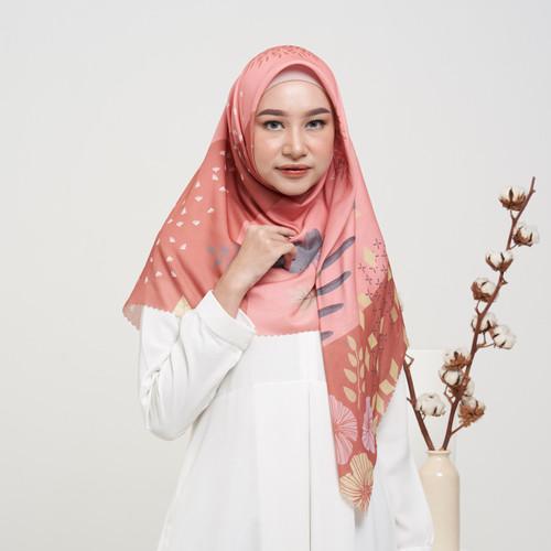 Foto Produk BLOSSOM Novella Scarf | Hijab Segi Empat Superfine Voal - PEACH, ORI 120 X 120 dari THE NOVELLA SCARF