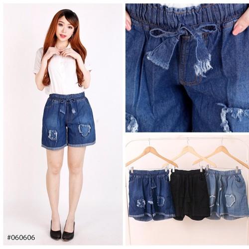 Foto Produk celana pendek santai wanita jeans pinggang karet hitam biru - Hitam dari DNAJeans id