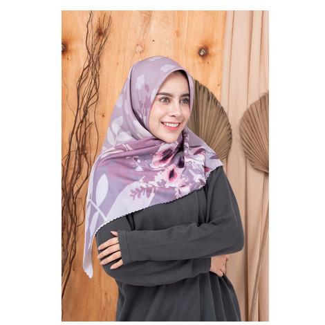 Foto Produk CHELSEA Novella Scarf | Hijab Segi Empat Superfine Voal - LILAC, ORI 120 X 120 dari THE NOVELLA SCARF