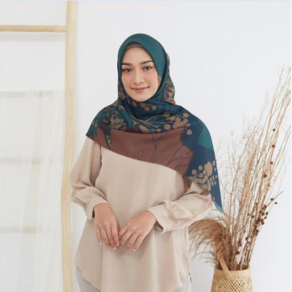 Foto Produk DARINKA Novella Scarf | Hijab Segi Empat Superfine Voal - ORI 120 X 120 dari THE NOVELLA SCARF