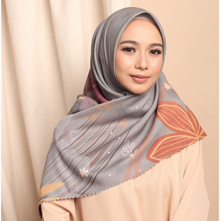 Foto Produk VANESHA Novella Scarf | Hijab Segi Empat Superfine Voal - GREY, ORI 120 X 120 dari THE NOVELLA SCARF