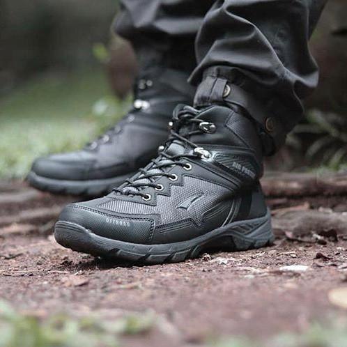 Foto Produk Sepatu Air Protec Offroad - Sepatu Gunung Waterproof - Biker Boots - Hitam dari Travelonest
