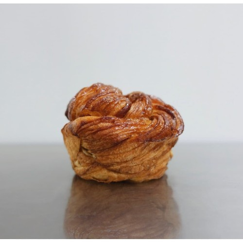 Foto Produk Brown Butter Kouign Amann dari Weirdough Bakehouse