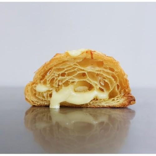 Foto Produk Quattro Formaggi with Truffle Honey dari Weirdough Bakehouse