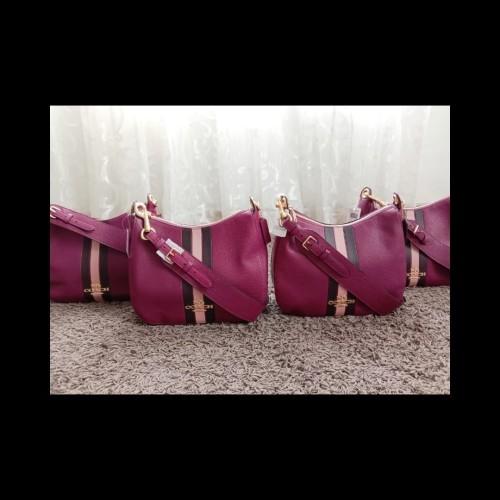 Foto Produk Coach Jes Leather Hobo Leather Versity Berry Multi dari ferliarj16