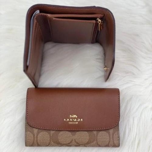 Foto Produk Coach Signature Medium Envelope Wallet Khaki Saddle dari ferliarj16
