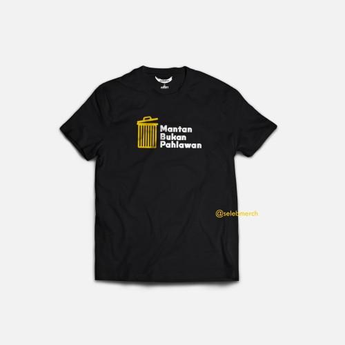 Foto Produk T-Shirt Kaos Mantan Bukan Pahlawan by Selebmerch X The Potters - M dari Seleb Merch