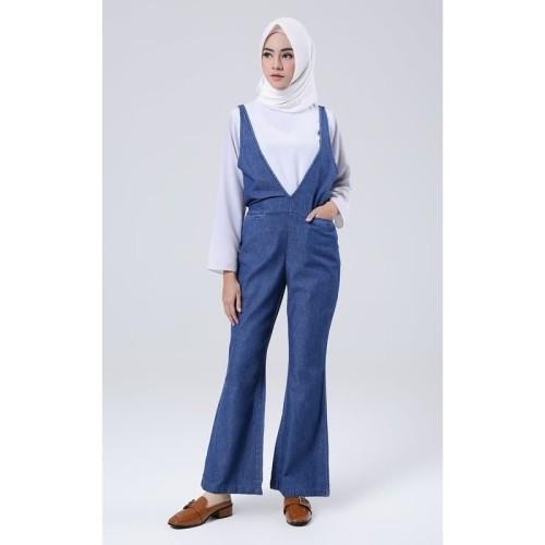 Foto Produk Jumpsuit Muslim Wanita Covering Story Athira Denim Jumpsuit B - Blue dari Covering Story