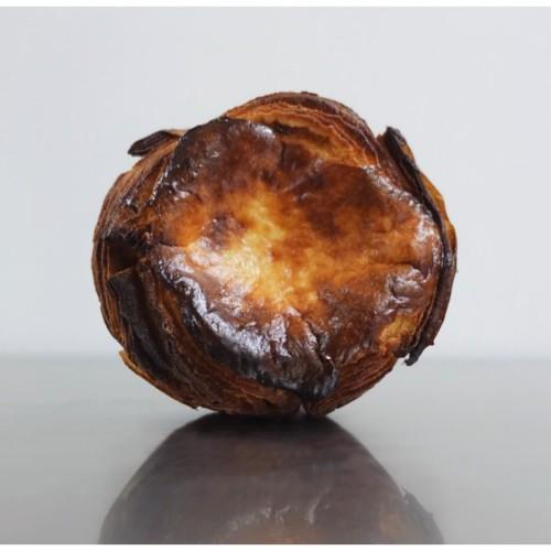 Foto Produk Basque Cheesecake Croissant dari Weirdough Bakehouse