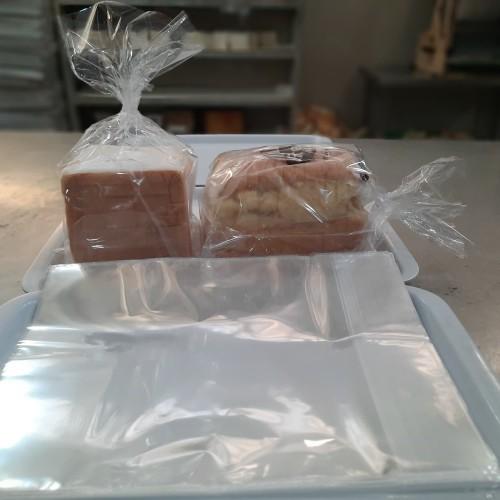 Foto Produk Plastik Roti Tawar ukuran 25x35 ( 100 pcs ) dari AA multyshop