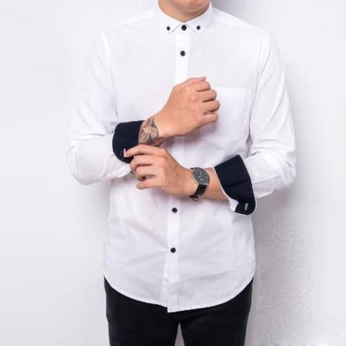 Foto Produk Kemeja Lengan Panjang Pria Putih Polos Kancing Hitam Slimfit 3271 - Putih, M dari TBS Shop