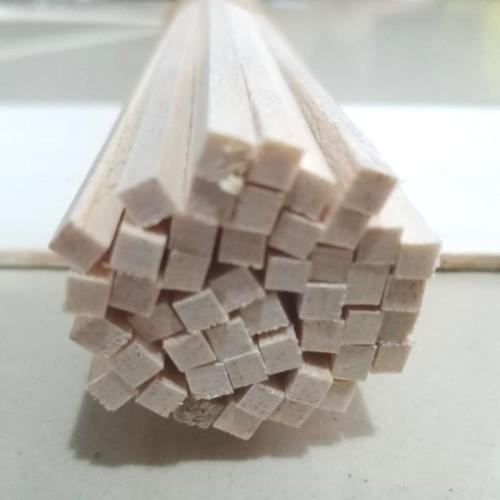 Foto Produk Kayu Balsa stik 4mm x 5mm x 50cm 1pcs 4x5x500mm kayu maket kayu list dari Cakra Dinamika
