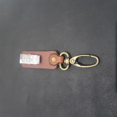 Foto Produk Jepitan Kaitan Name Tag Id Card Holder Saku Baju Kulit Asli - Hitam dari Fruna Phonsel
