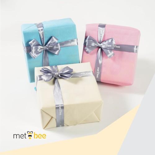 Foto Produk Additional Gift Wrapping | Tambahan Pembungkus Kado - 1-2 Box Sepatu, Biru Muda dari Metbee Indonesia