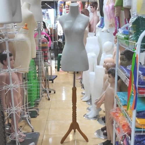 Foto Produk PATUNG MANEKIN DM WANITA BUTEK + KAKI KAYU (1 SET) dari Toko Mini Hanger