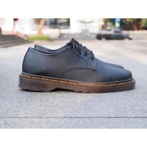 Foto Produk arv sepatu dokmart formal casual simpel black - Hitam, 39 dari AR_V