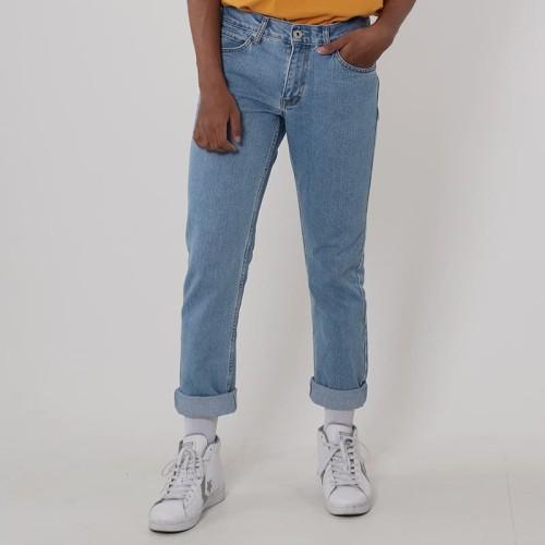Foto Produk Edwin Celana Jeans Reguler Fit Pria Panjang Light Blue Vegas 01 - Biru Muda, 31 dari Edwin Jeans