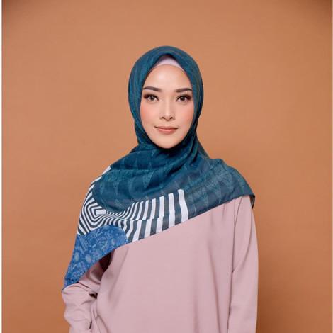 Foto Produk ZM Zaskia Mecca - Jakarta Denim Scarf Kerudung Segi Empat dari Zaskia Mecca Official