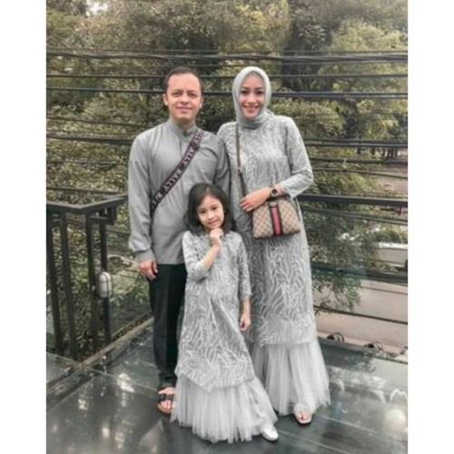 Foto Produk Baju Set Family Ayah Ibu Anak / Baju Couple Keluarga Brukat Kekinian dari Halisa Gallery
